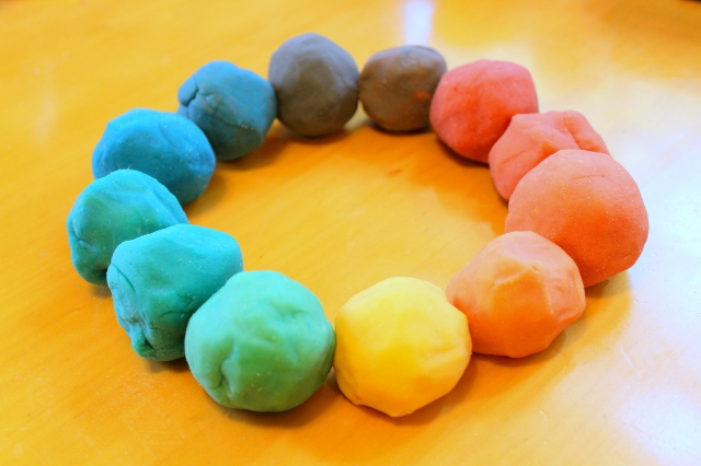 play dough color wheel